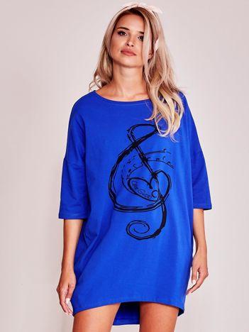 Kobaltowa sukienka oversize z nadrukiem