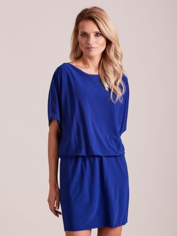 Kobaltowa sukienka z dekoltem na plecach