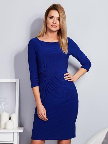 Kobaltowa sukienka z drapowaniem