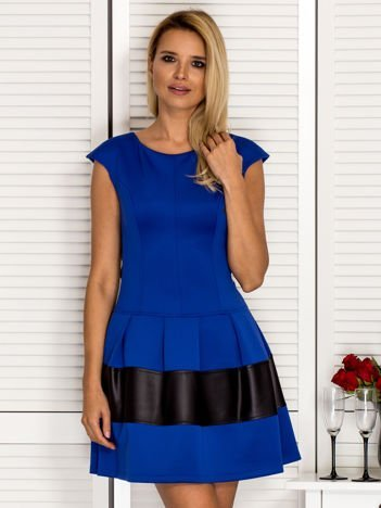 Kobaltowa sukienka z transparentną wstawką na plecach