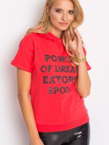 Koralowa bluza z kapturem i napisem