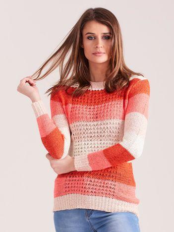 Koralowo-różowy sweter w pasy