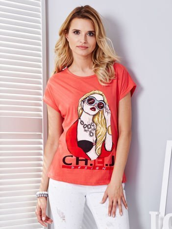 Koralowy t-shirt z dziewczyną