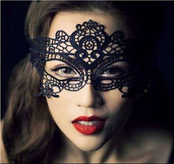 Koronkowa maska na oczy doskonała jako dopełnienie bielizny erotycznej oraz na wszelkiego rodzaju imprezy okolicznościowe