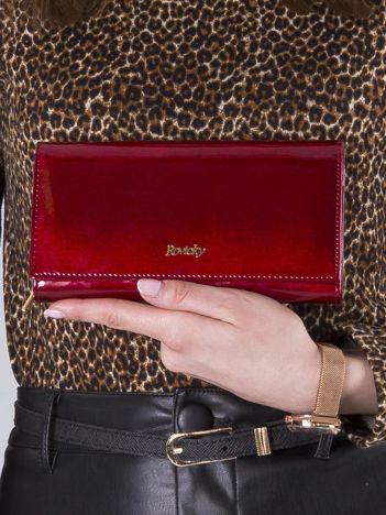 Lakierowany damski portfel skórzany czerwony