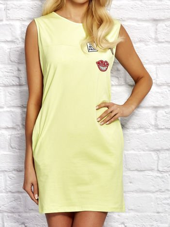 Limonkowa sukienka dresowa z naszywkami
