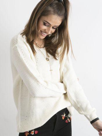 Luźny sweter damski ecru