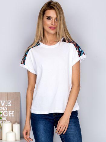 Luźny t-shirt z cekinową aplikacją na rękawach biały
