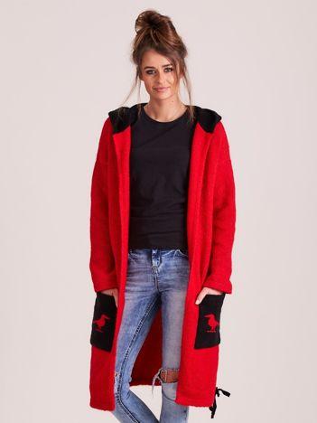 MAGPIE Czerwony sweter z kapturem i napisami