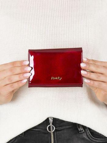Mały lakierowany portfel czerwony
