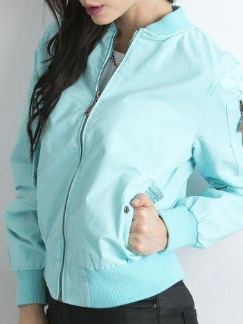 Materiałowa krótka kurtka niebieska