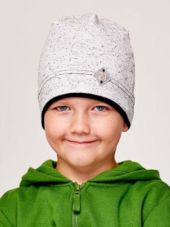 Melanżowa czapka chłopięca z naszywką 21 czarna