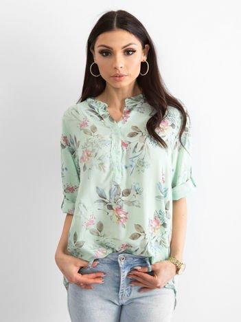 Miętowa bluzka w delikatny kwiatowy deseń