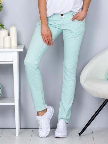 Miętowe spodnie o kroju regular