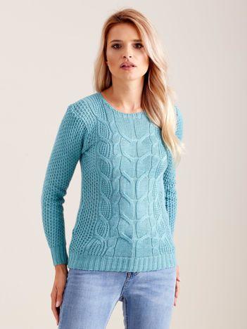 Miętowy dzianinowy sweter w warkocze