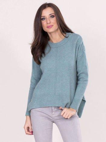 Miętowy sweter z dłuższym tyłem