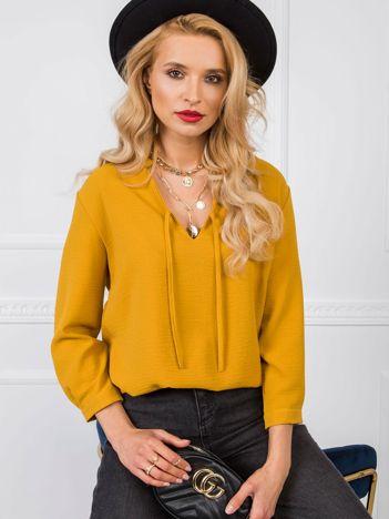 Modne bluzy bez nadruku w wielu rodzajach i różnych kolorach