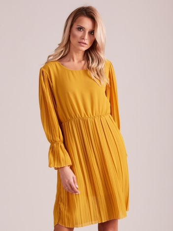 Musztardowa plisowana sukienka