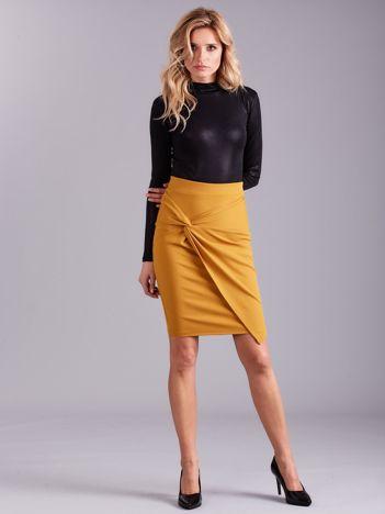 Musztardowa spódnica asymetryczna