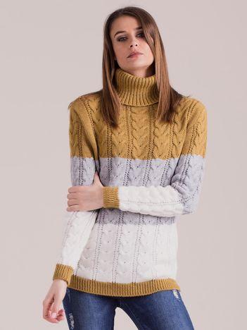 Musztardowy sweter golf w warkocze