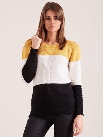 Musztardowy sweter w szerokie pasy