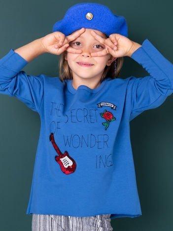Niebieska bluza dla dziewczynki z naszywkami