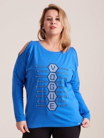 Niebieska bluzka cold shoulder z aplikacją PLUS SIZE