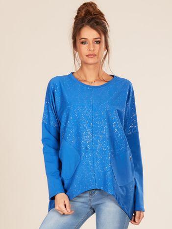 Niebieska bluzka oversize z kieszeniami