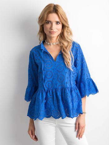 Niebieska bluzka z falbaną