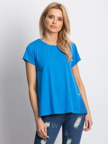Niebieska bluzka z koronkową wstawką na plecach