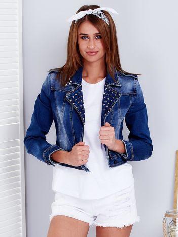 Niebieska krótka kurtka jeansowa z ćwiekami