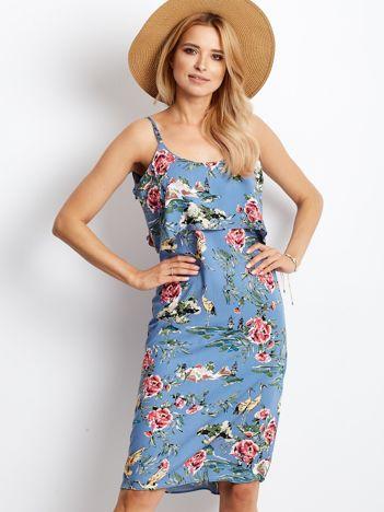 Niebieska kwiatowa sukienka z falbaną