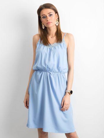 Niebieska sukienka damska na ramiączkach
