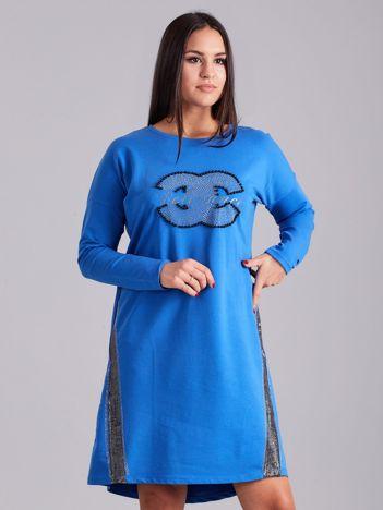 Niebieska sukienka dresowa z dżetami