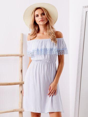 Niebieska sukienka hiszpanka mini z falbanką przy dekolcie