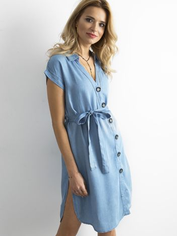 Niebieska sukienka szmizjerka