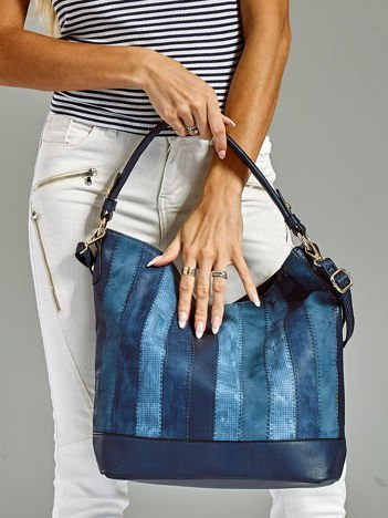 Niebieska torba z przeszyciami