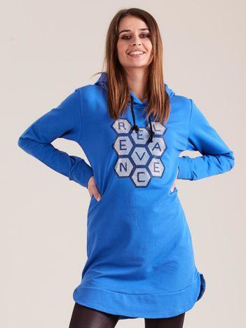 Niebieska tunika dresowa z kapturem i aplikacją