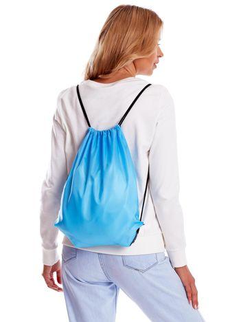 Niebieski materiałowy plecak worek