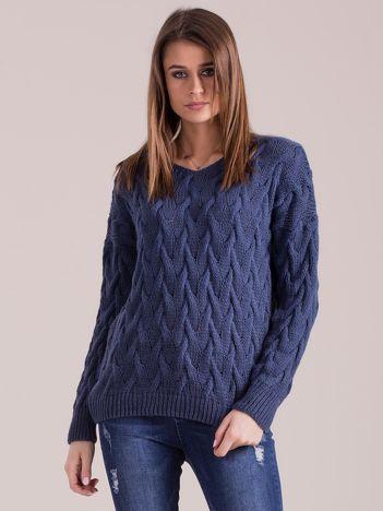 Niebieski pleciony sweter