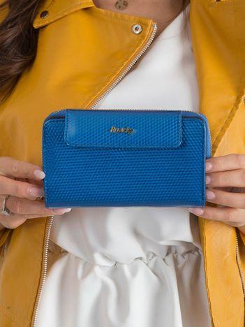 Niebieski skórzany portfel z mieniącym wzorem
