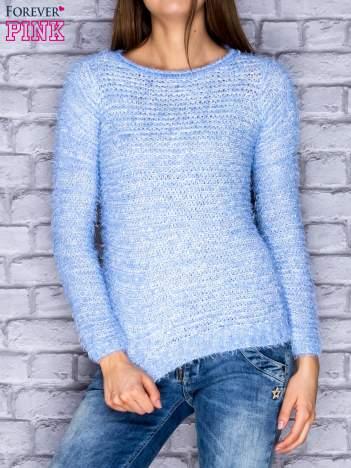 Niebieski sweter fluffy