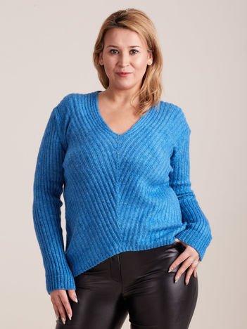 Niebieski sweter w serek PLUS SIZE