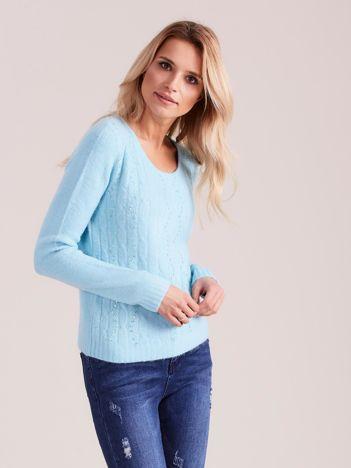 Niebieski sweter w warkocze z cekinami