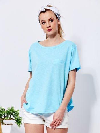 Niebieski t-shirt basic z podwijanymi rękawami