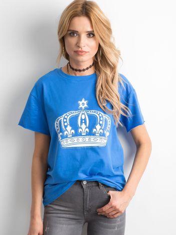 Niebieski t-shirt z nadrukiem i aplikacją