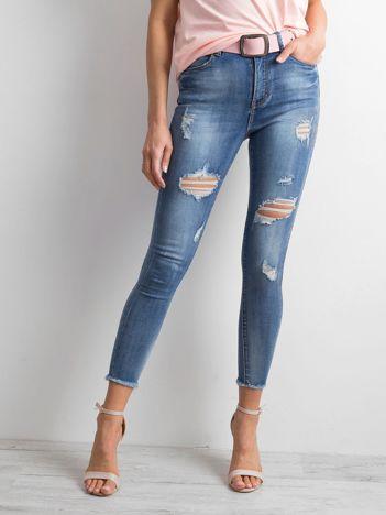 Niebieskie jeansowe rurki destroyed