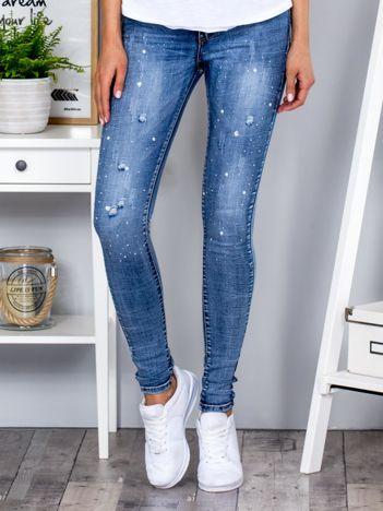 Niebieskie jeansowe rurki z dżetami