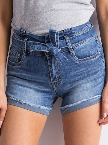 Niebieskie jeansowe szorty z wiązaniem