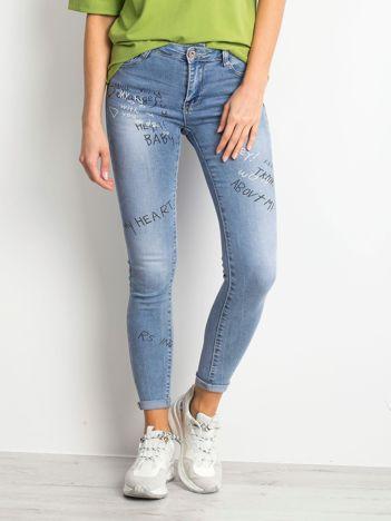 Niebieskie jeansy Embrace